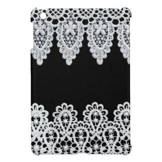 La dentelle blanche forme une frontière sensible coques iPad mini
