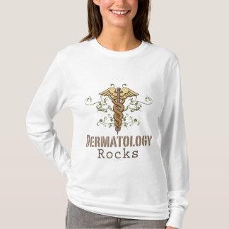 La dermatologie bascule le long T-shirt de douille