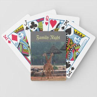 La famille pourrait, deux girafes se soulageant jeu de 52 cartes