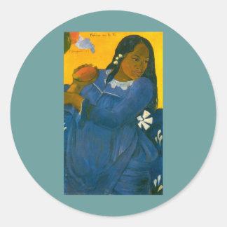 La femme de Paul Gauguin avec une mangue 1892 Autocollant Rond