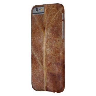 La feuille de Brown part de l'arbre Coque iPhone 6 Barely There