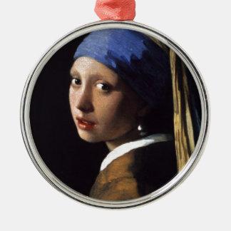 La fille avec la boucle d'oreille de perle ornement rond argenté