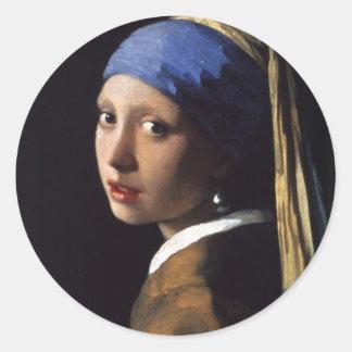 La fille avec la boucle d'oreille de perle par sticker rond