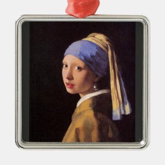 La fille avec la boucle d'oreille de perle par ornement carré argenté