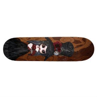 La fille mignonne de Steampunk Goth embraye la pla Plateau De Skateboard
