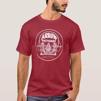 La flèche décrit le T-shirt occidental de studio