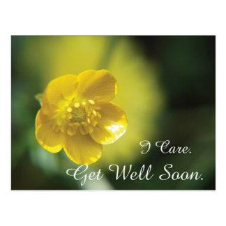 La fleur jaune obtiennent la carte postale bonne