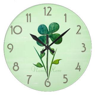 La fleur mignonne sur le vert en pastel ajoutent grande horloge ronde