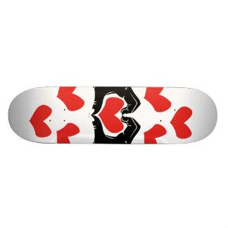 La forme de coeur remet l'illustration avec les plateau de planche à roulettes