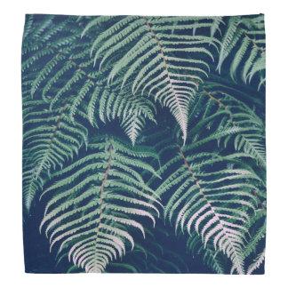 La fougère tropicale verte part du motif naturel bandanas