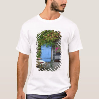 La France, Les Baux De Provence, patio de café T-shirt