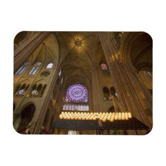 La France, Paris. Intérieur de cathédrale de Notre Magnets En Rectangle