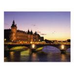 La France, Paris, rivière la Seine et Conciergerie Carte Postale