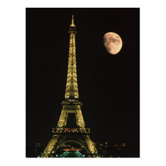La France, Paris. Tour Eiffel la nuit avec Carte Postale