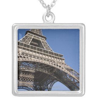 La France, Paris, Tour Eiffel, vue d'angle faible Collier