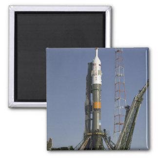 La fusée de Soyuz est érigée en le place 2 Magnet Carré