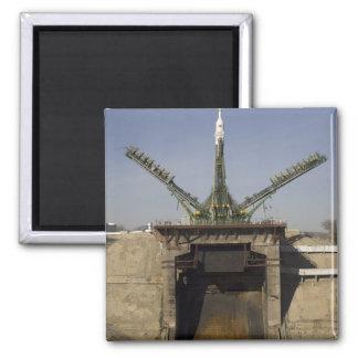 La fusée de Soyuz est érigée en le place 3 Magnet Carré
