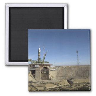 La fusée de Soyuz est érigée en le place 5 Magnet Carré
