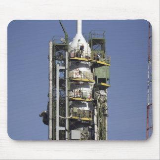 La fusée de Soyuz est érigée en le place Tapis De Souris