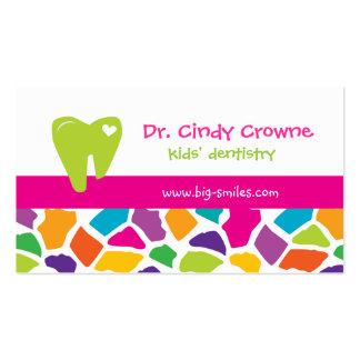La girafe mignonne de carte de visite dentaire bad