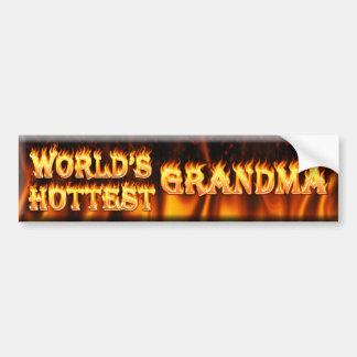 la grand-maman la plus chaude des mondes autocollant pour voiture
