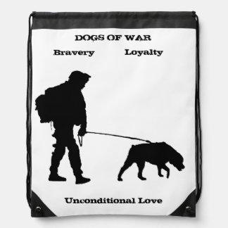 La guerre poursuit le rottweiler sacs à dos