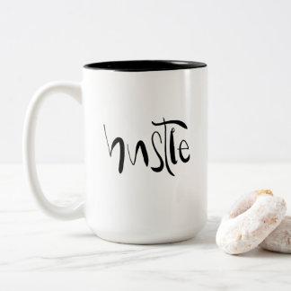 La hâte et rectifient le ton deux tasse de café