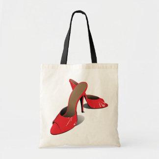 La haute rouge gîtée chausse le sac fourre-tout