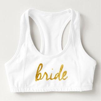 La jeune mariée folâtre le soutien-gorge !