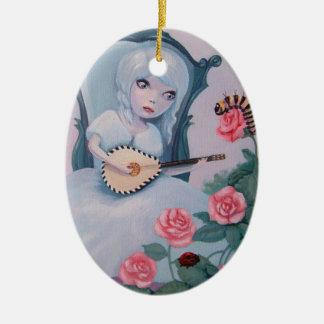 La jolie fille joue la musique féerique ornement ovale en céramique