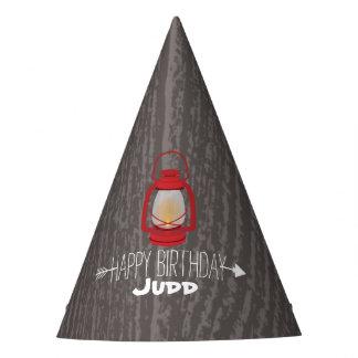 La lanterne rouge badine le chapeau de fête