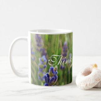 """La lavande de tasse de café avec """"pensent le"""
