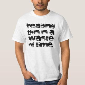 La lecture de ceci est une perte de temps t-shirt
