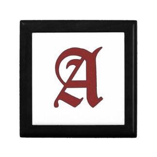 La lettre d'écarlate petite boîte à bijoux carrée