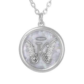 La lettre initiale de l'alphabet K d'ange s'envole Pendentif Rond