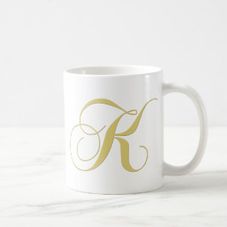 La lettre K de monogramme d'or choisissent Mug
