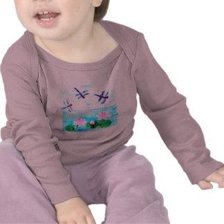 La libellule, Lilly fleurit l'étang T-shirt
