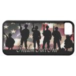 La liberté n'est pas silhouette militaire libre de iPhone 5 case