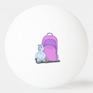 La licorne bourrée se repose par un sac à dos balle tennis de table