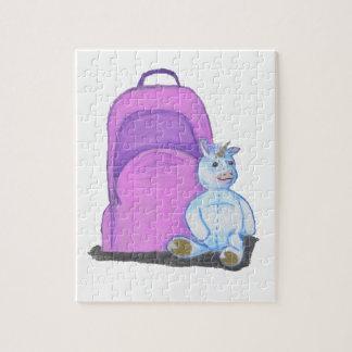 La licorne bourrée se repose par un sac à dos puzzle