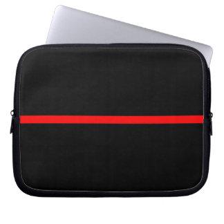 La ligne rouge mince symbolique déclaration sur a protection pour ordinateur portable
