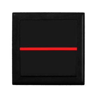 La ligne rouge mince symbolique décor boîte à souvenirs