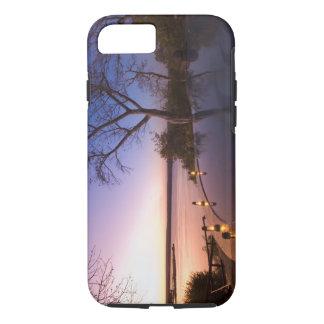 La loge de club de rivière, coucher du soleil sur coque iPhone 7
