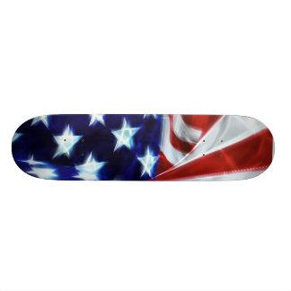 La lueur de drapeau américain tient le premier rôl plateau de skateboard