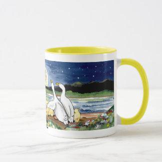 """La """"lune penche"""" la famille de canard observant la mugs"""