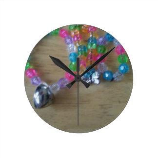 la maison a fait des braclets perlés horloge ronde