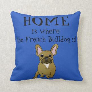 La maison est où le bouledogue français est oreillers