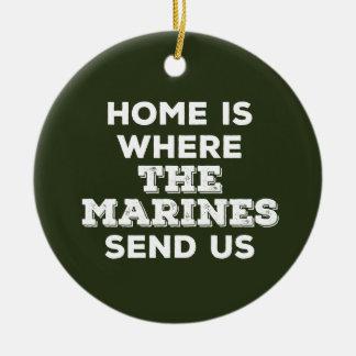 La maison est où les marines nous envoient ornement rond en céramique