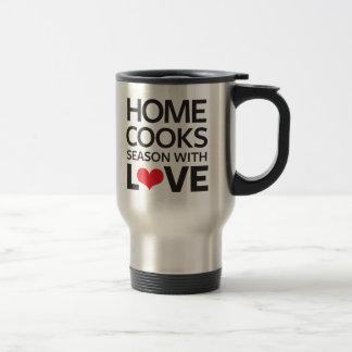 La maison fait cuire la saison avec amour mug de voyage