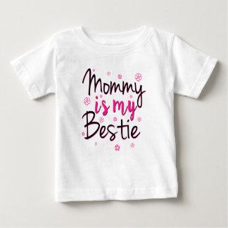 La maman est ma chemise drôle de bébé de bestie t-shirt pour bébé